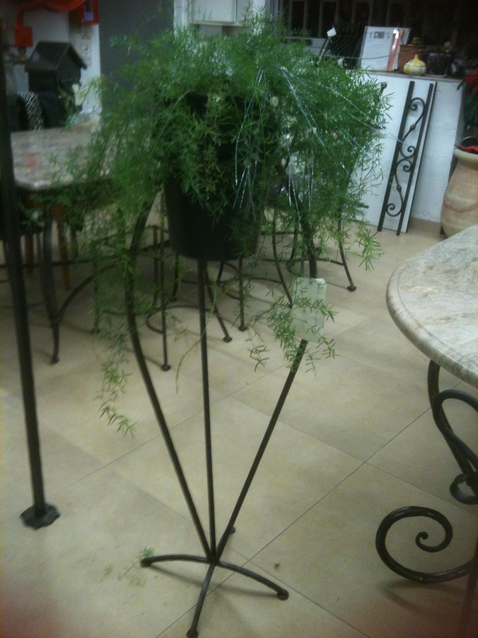 Porte plante 3 pieds portes plantes mobilier fer carr fer plein acier fer bosi la forge for Porte plante fer